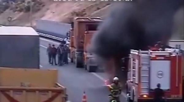 Lastik Patladı, Kıvılcımlar Tır'ı Yaktı