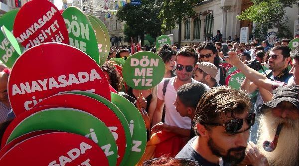 Lgbt Yürüyüşü Bu Yıl Da Renkli Görüntülere Sahne Oldu