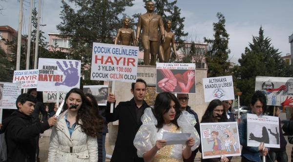 Lise Öğrencilerinden Kadına Şiddete Protesto