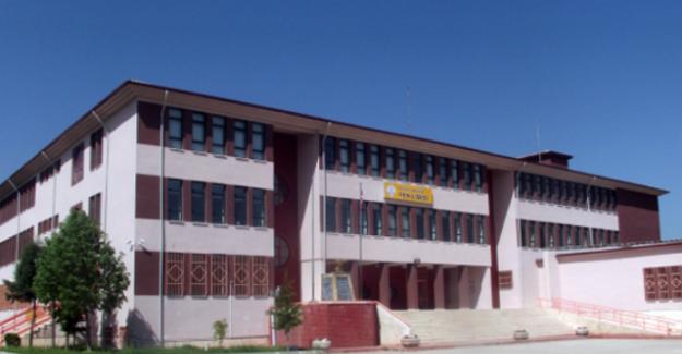 Lisede Uygunsuz Fotoğraf Skandalı!