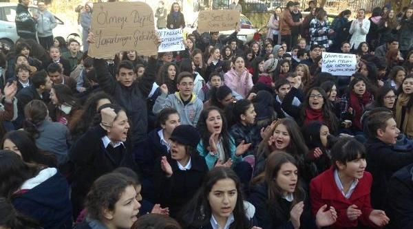 Liseli Kizlara Saldiriya Arkadaşlarindan 'derse Girmeme' Tepkisi