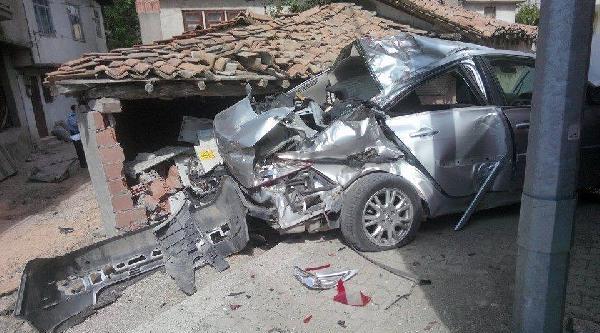 Liseli Sürücü Kazada Ağır Yaralandı