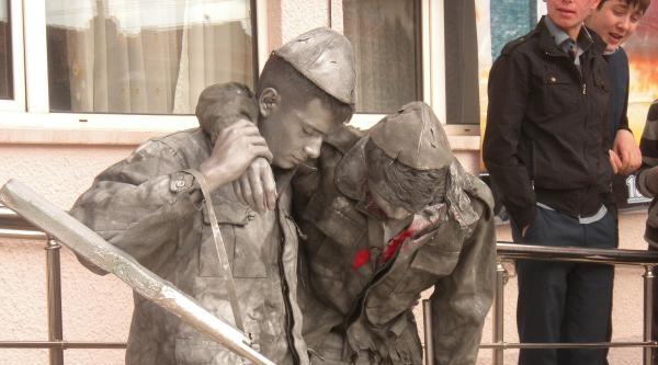 Liseliler Çanakkale'nin İsimsiz Kahramanlarını Canlandırdı
