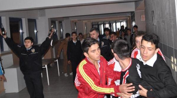 Liselilerin Hentbol Maçinda Tribünde Arbede Çikti
