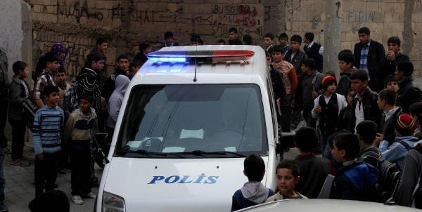 Liselilerin Kavgasini Polis Engelledi
