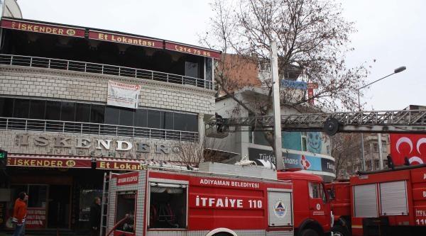 Lokantada Çikan Yangın Paniğe Neden Oldu