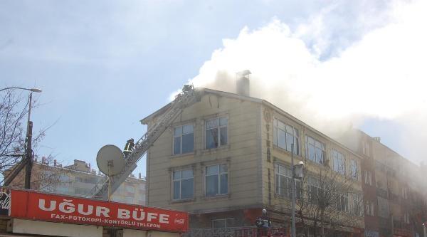 Lokantanın Çati Katında Çikan Yangın Korkuttu