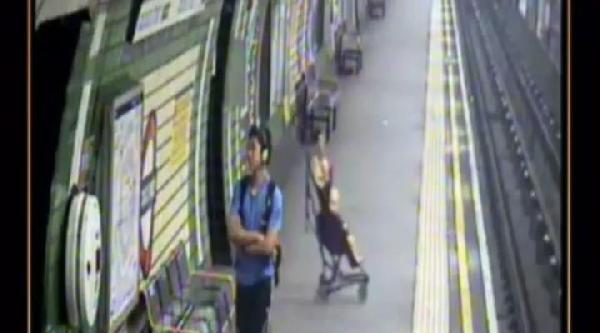 Londra Metrosunda Rayların Üzerine Düşen Bebeğin Mucize Kurtuluşu