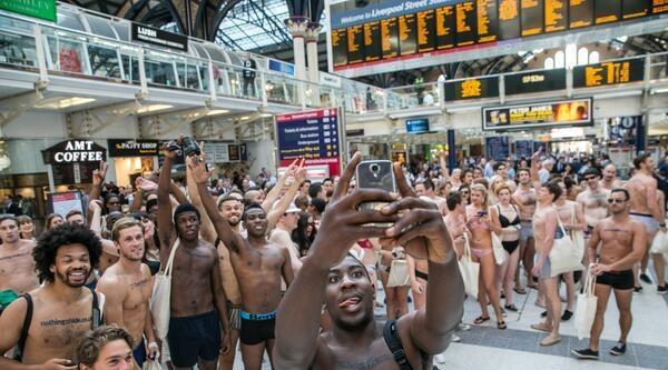 Londra'da 'saklanacak Bir Şey Kalmasın' Eylemi Yapıldı
