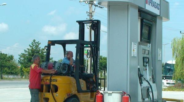 Lpg'li Forklift Yakıt Alıyor