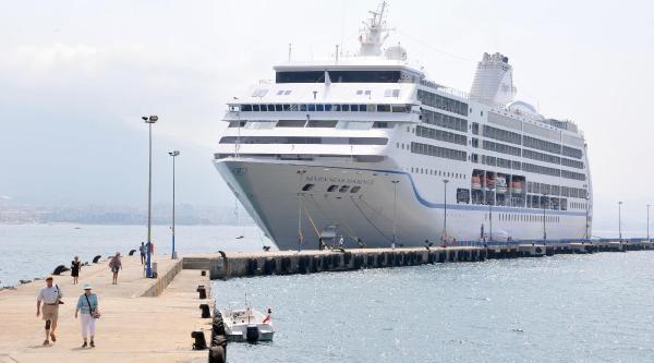 Lüks Yolcu Gemisi Alanya'da