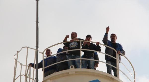Maaş Alamayan Işçiler Protesto Için Siloya Çikti