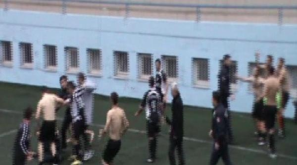 Maçtan Sonra Olay Çikti, Futbolcular Polislere Saldirdi