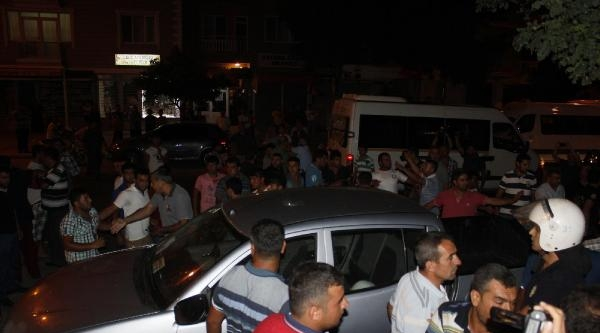 Mahalleli Elektrik Kesintilerini Protesto Etmek İçin Eylem Yaptı