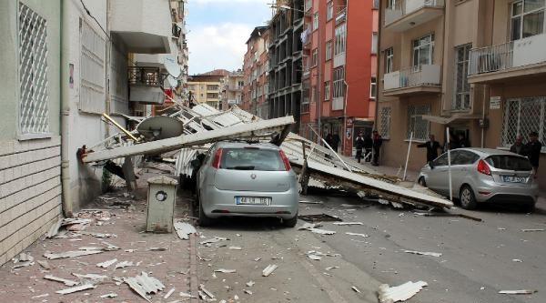 Malatya'da Şiddetli Rügzar Çati Uçurttu