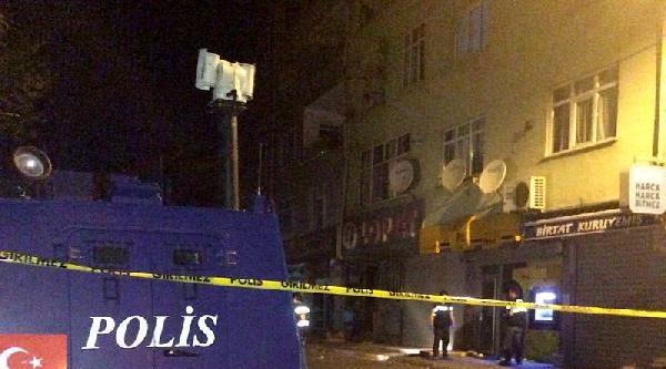 Maltepe'de Ptt Şubesine Parça Tesirli Ses Bombası Atıldı