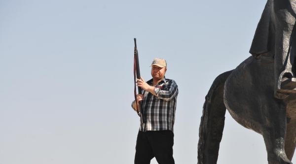 Malulen Emekli Olamayınca Atatürk Anıtında İntihara Kalkıştı