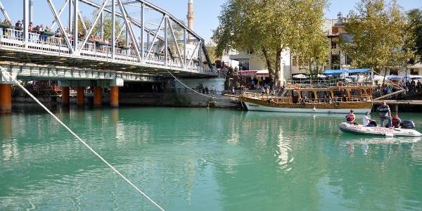 Manavgat Irmaği'na Atlayip Intihar Etti