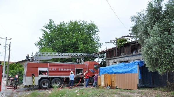 Manavgat'ta Çikan Yangın Korkuttu