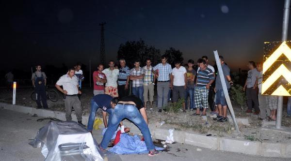 Manavgat'ta Kamyon Otomobille Çarpişti: 1 Ölü, 3 Yaralı