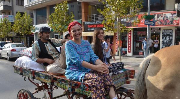 Manisa Üzüm Şenliğin'de Sokaklar Renklendi