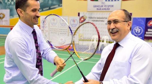 Manisa'da Badminton Şenliği