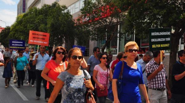 Manisa'da Eğitimcilerden Siyah Çelenkli Protesto