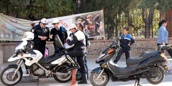 Manisa'da Motosikletliler Ehliyetsiz