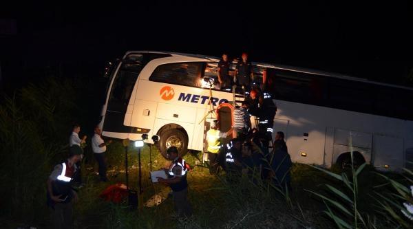 Manisa'da Yolcu Otobüsü Tarlaya Uçtu: 52 Yaralı