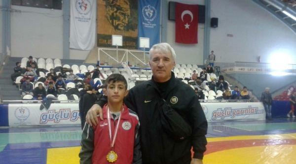 Manisalı Lise Öğrencisi Kerem, Güreş'te Avrupa Şampiyonu