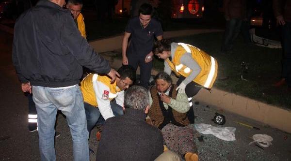 Mantardan Zehirlenen Aileyi Hastaneye Götüren Minibüs  Kaza Yapti: 8 Yarali