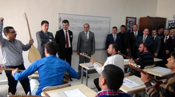 Mardin Valisi Cezaevindeki Mahkumları Ziyaret Etti