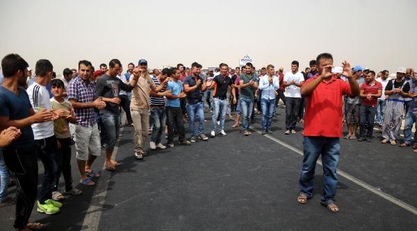 Mardin'de Çiftçiler, Traktörlerle İpek Yolunu Trafiğe Kapattı