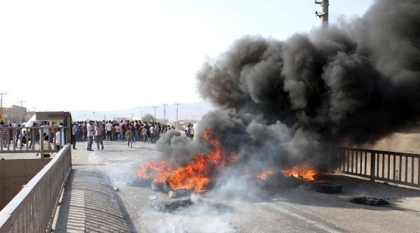 Mardin'de Elektrik Kesintilerini İpek Yolu'nu Kapatarak Protesto Ettiler