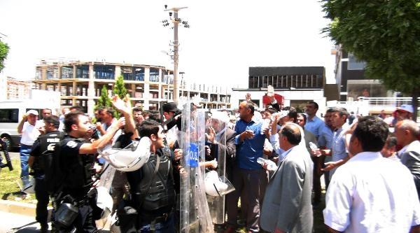 Mardinli Çiftçiler, Diyarbakır Karayolunu Kapattı