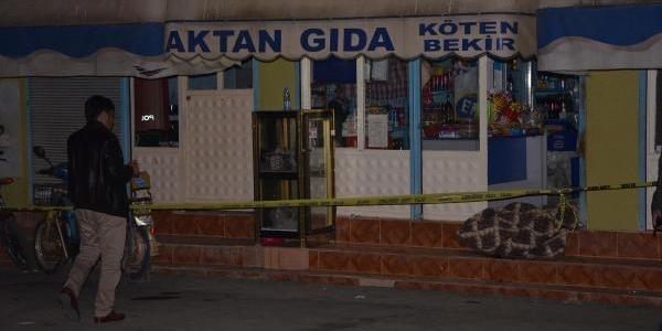 Marketçi Çift, Işyerlerinde Biçaklanarak Öldürüldü