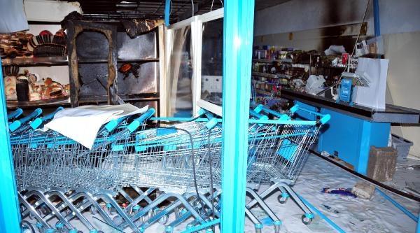 Markete Molotof Atıp, Yağmaladılar