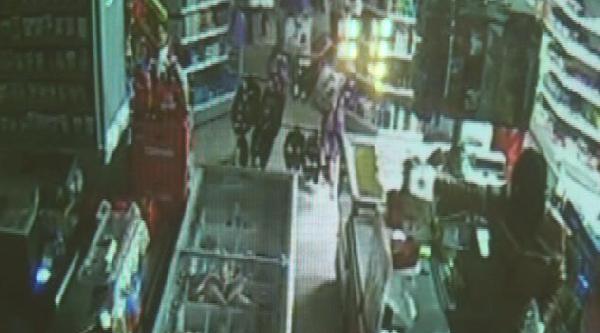 Markette Hırsızlık Girişimi Güvenlik Kamerasında