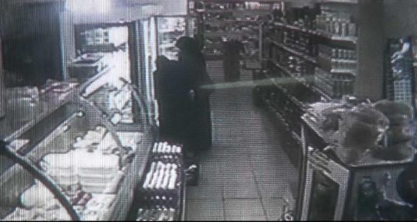 Marketten Yiyecek Çalan Suriyeli Kadınlar Güvenlik Kamerasına Yakalandı