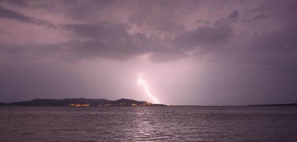 Marmara Adası'na Yıldırım Düştü
