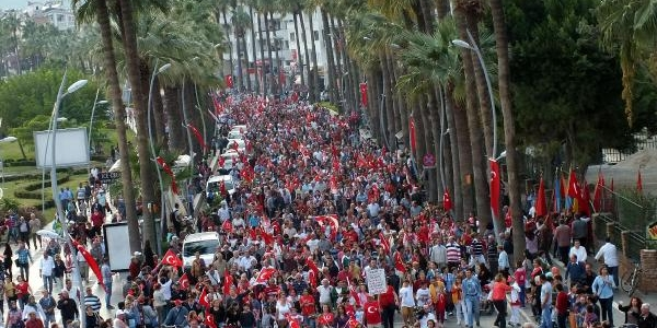 Marmaris'te Cumhuriyet Yürüyüşü 'andimiz'la Yapildi