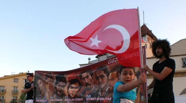 Marmaris'te Gezi Parkı Anmasında Başbakan Protesto Edildi