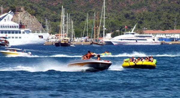Marmaris'teki Tatilcilerin Su Sporları Coşkusu
