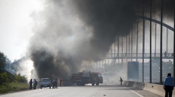 Mazot Yüklü Tankerler Otoyolda Çarpişti; 1 Ölü  - Ek Fotoğraflar