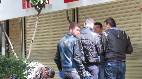 Mecidiyeköy'de Bomba İmha Timleri Şüpheli Paketi İnceledi