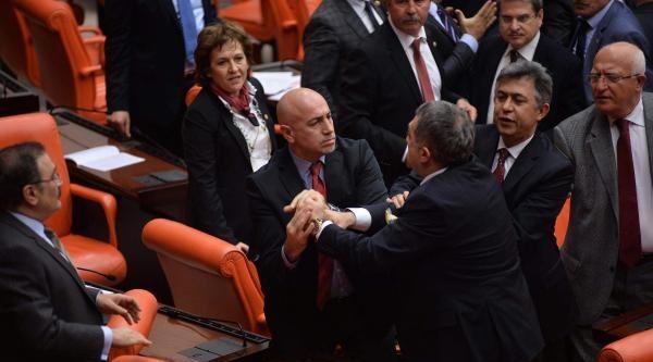 Meclis Genel Kurulu'nda Kavga- Fotoğraflar