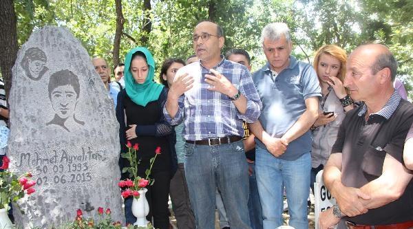 Mehmet Ayvalıtaş İçin Anıt Mezar Yapıldı