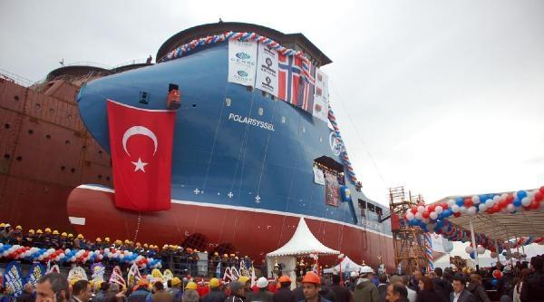 Mehter Gösterisiyle Gemi Denize İndirildi