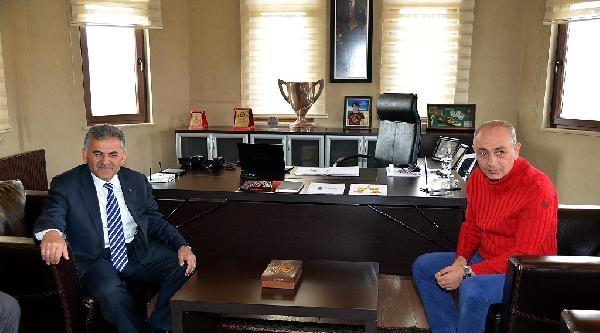 Melikgazi Belediye Başkanı Büyükkılıç'tan Kayserispor'a Ziyaret