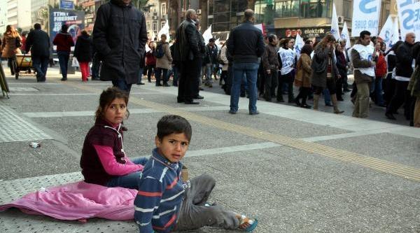 Memurlarin Halkbank Protestosu (2)